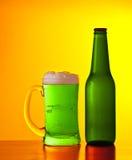 Grünes irisches Bier Stockfotografie