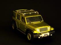 Grünes Jeepspielzeug stockbilder