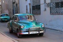 Grünes klassisches altes amerikanisches Auto in Kuba Lizenzfreies Stockfoto