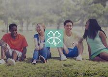 Grünes Klee-Blatt-Klimainspirations-Konzept Stockfotos