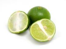 Grünes lamon mit dem Schnitt von Stücken Lizenzfreie Stockfotografie