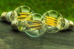 Grünes Licht, Birnen E27 LED mit unterschiedlicher Zahl von Chips Stockfotos