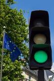 Grünes Licht und Flagge der Europäischen Gemeinschaft Stockfoto