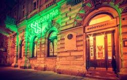 Grünes Licht von einer Apotheke lizenzfreies stockfoto