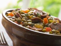 Grünes Linse-und Chorizo-Wurst-Eintopfgericht Stockfotografie