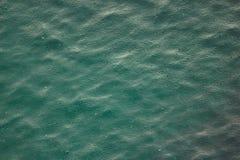 Grünes Meer mit Regen lizenzfreies stockfoto