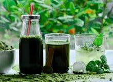 Grünes organisches Detoxgetränk Wheatgrass stockfoto