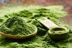 Grünes organisches Detoxpulver Wheatgrass stockfoto