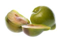 Grünes Pflaume-Makro getrennt Lizenzfreie Stockbilder