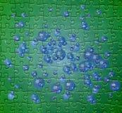Grünes Puzzlespielmuster mit blauen Luftblasen Lizenzfreie Stockbilder