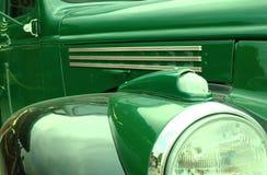 Grünes Retro- Auto Stockbild