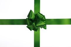 Grünes Satinfarbband und -bogen lizenzfreies stockbild