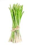 Grünes Spargelisolat auf Weiß mit Beschneidungspfad Lizenzfreie Stockbilder
