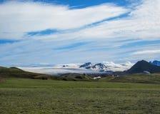 Grünes Tal Hvanngil im Hochland und im Myrdalsjokull-Gletscher, Teil des populären Wanderwegs Laugavegur, Island stockbilder