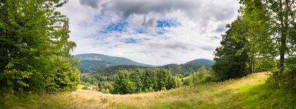 Grünes Tal im Berg Lizenzfreies Stockbild