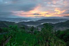Grünes Tal Sonnenaufgang stockfoto
