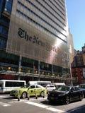 Grünes Taxi NYC, das New York Times-Gebäude, NYC, NY, USA Lizenzfreies Stockbild