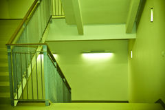Grünes Treppenhaus Lizenzfreie Stockfotografie