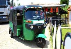 Grünes Tuk-tuk Sri Lanka lizenzfreie stockfotos