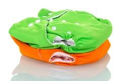 Grünes und orange modernes eco freundliche Windeln lokalisiert auf Weiß Stockfotografie