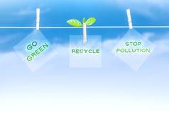 Grünes Verkehrsschild Stockfotos