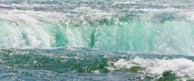 Grünes Wasser stockfoto