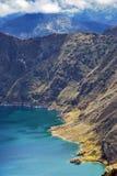 Grünes Wasser in Laguna Quilotoa, Ecuador lizenzfreie stockfotografie