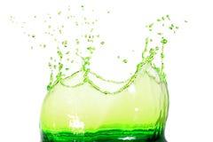 Grünes Wasserspritzen Stockbild