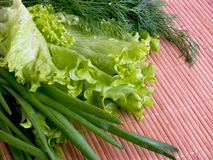 Grüns auf der Tabelle. Stockbilder
