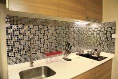Grże brzmienie luksusowy wnętrze projekt kuchnia w kondominium obraz royalty free