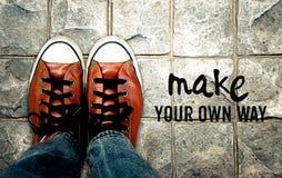 Gör din egen väg, inspirationcitationstecken Arkivbild