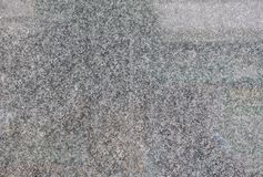 Gr? f?rger polerade granittegelplattor p? v?ggen av byggnaden royaltyfria foton