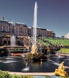 Gr?nsm?rken Petergof, Ryssland royaltyfri bild