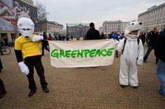 gröna fredpersoner som protesterar royaltyfri foto