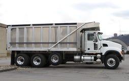 gör ren den nya lastbilen för förrådsplatsen Royaltyfria Bilder