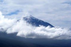 Gr Teide die door wolken wordt omringd Royalty-vrije Stock Foto