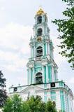 Gör till kung slottar Snickare- och Calichetorn St Sergius Lavra för helig Treenighet Royaltyfri Bild