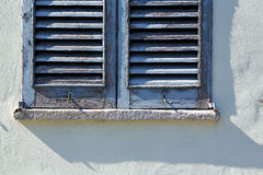 Gråa fönstercastellanzaslottar Italien Arkivfoto