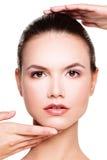 Göra perfekt framsidan av en härlig kvinna Skönhet och estetisk medicin Fotografering för Bildbyråer