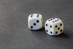 Gra szansa, uprawia hazard pojęcie Kostka do gry szczęście obrazy royalty free