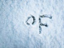 Graad Fahrenheit in de vers gevallen sneeuw wordt geschreven die stock afbeelding