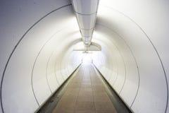 Graaf de manier een tunnel uitgaan aan succeszaken Stock Foto