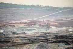 Graafwerktuig bij de bruinkool bovengrondse mijnbouw Stock Afbeeldingen