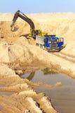 Graafwerktuig Loading Dumper Truck Royalty-vrije Stock Afbeeldingen