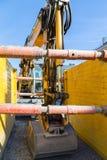 Graafwerktuig op een bouwwerf wordt geparkeerd die royalty-vrije stock afbeeldingen