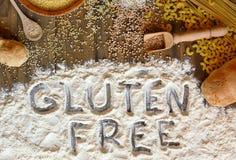 Graan, de rijst, het boekweit, quinoa, de gierst, de deegwaren en de bloem van gluten het vrije graangewassen met tekstgluten vri Royalty-vrije Stock Foto