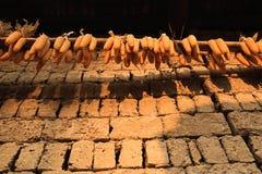 Graan het drogen in het oude dorp van Yunnan-Provincie royalty-vrije stock afbeelding