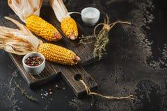 Graan op maïskolven stock foto's