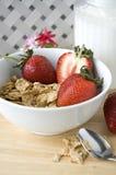 Graangewas en fruit voor ontbijt Stock Foto