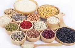 Graankorrels, zaden, bonen geïsoleerd op witte achtergrond stock fotografie